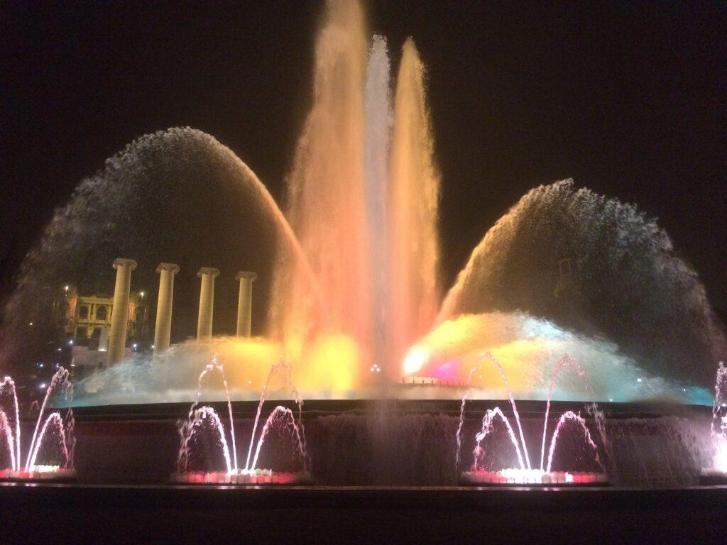Музыкальный магический фонтан в Барселоне