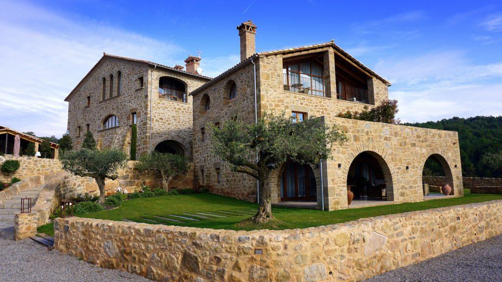10 красивых мест недалеко от Барселоны