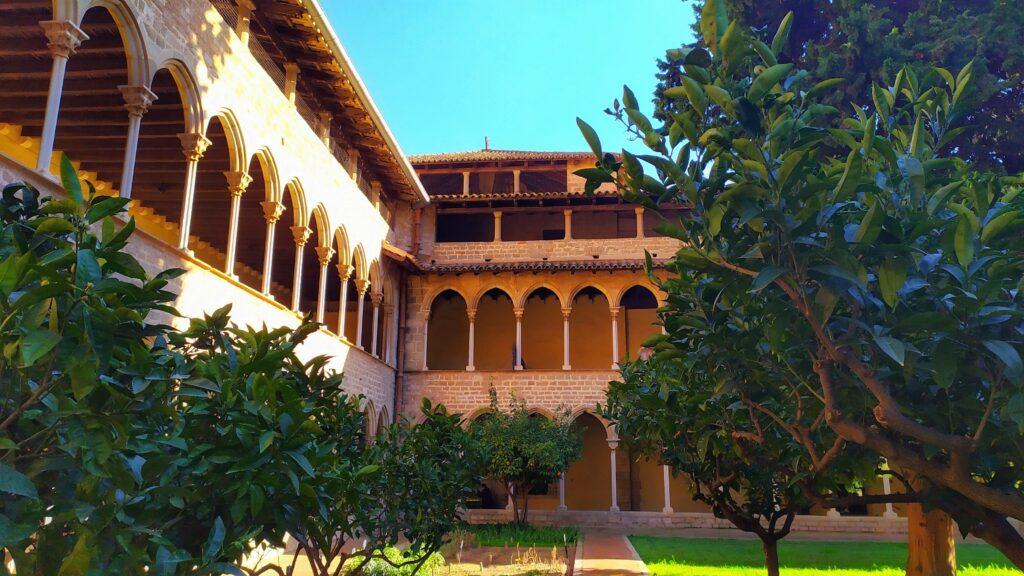 монастырь Педральбес в Барселоне бесплатно